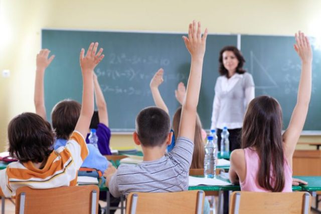 hands-up-in-class-1024x683