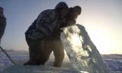 Sibirci na -41 skupljaju led kako bi osigurali vodu za piće