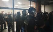 """Žandarmerija iz RTS-a izvela lidere opozicije, demonstranti poručili """"gotov je, uhapsite Vučića"""""""