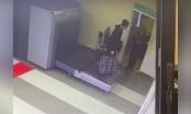 """Kamere na aerodromu snimile urnebesnu scenu: """"Ovaj čovjek nikad nije putovao"""" (VIDEO)"""