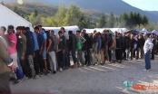 Pogledajte kako izgleda podjela obroka migrantima u kampu Vučjak (VIDEO)