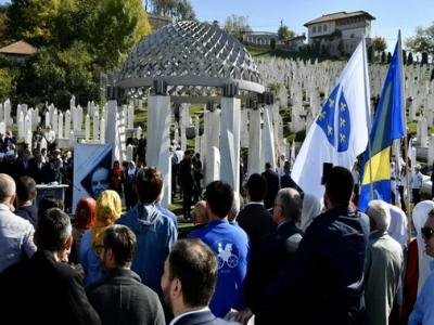 Vrh SDA odao počast Aliji Izetbegoviću: Velike su šanse da na pravi način završimo njegovu borbu