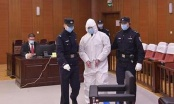 Doveli ga u sudnicu u zaštitnom odijelu, pa ga osudili na smrt (FOTO/VIDEO)