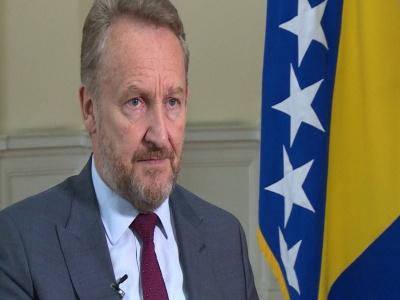 Izetbegović: Mnogi u VSUN ne znaju da je u BiH odlikovan zločinac Karadžić, na te stvari treba ukazati