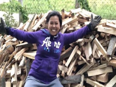 Filipinka se zbog ljubavi doselila u BiH: Uzgaja azijsko povrće, cijepa drva i uživa u snijegu