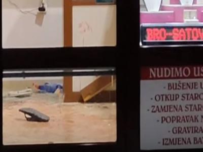 Filmska pljačka: Vlasnik savladao pljačkaša, obojica povrijeđeni